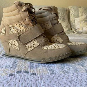 Bucco Nicolace Wedge Sneaker Women's 8